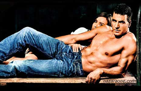 Akshay Kumar Slips into Levis Jeans in style